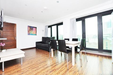 3 bedroom flat to rent - Commercial Road, London E1