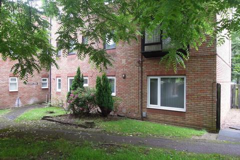 2 bedroom ground floor flat to rent - Baron Court, Stevenage