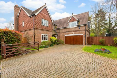 5 bedroom detached house for sale - Segrave Close, Sonning, Reading, RG4