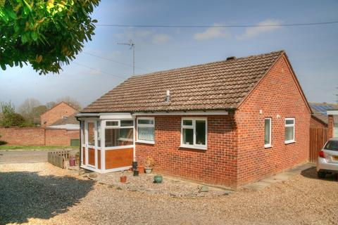 2 bedroom detached bungalow for sale - Barry Lynham Drive, Newmarket
