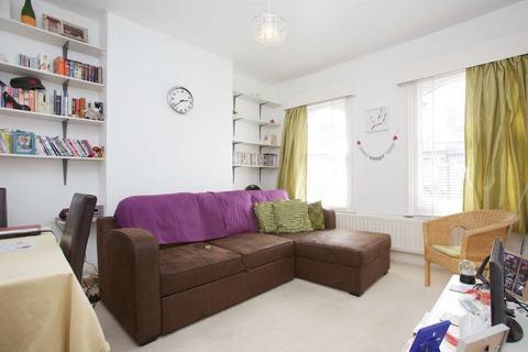 2 bedroom flat to rent - Beauchamp Road, Battersea, SW11