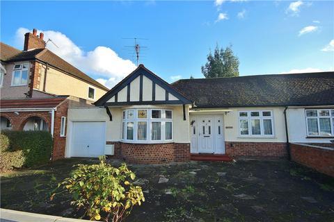 2 bedroom bungalow for sale - Cheyne Avenue, Twickenham, TW2