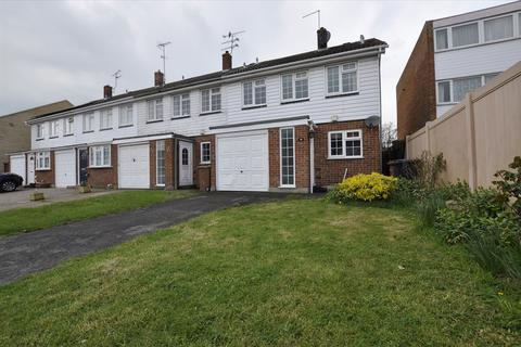 3 bedroom end of terrace house to rent - Darrell Close, Chelmsford