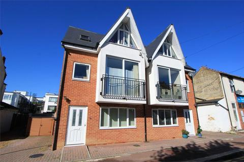 2 bedroom semi-detached house to rent - Woodfield Road, Leigh-on-Sea, Essex, SS9