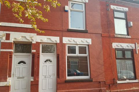 2 bedroom terraced house to rent - Grasmere Street, Manchester, M12