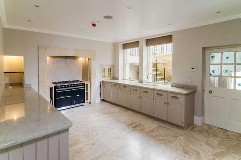 4 bedroom house to rent - Russel Street