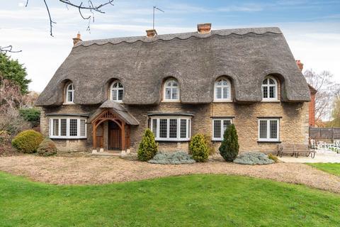 5 bedroom detached house to rent - High Street, Harrold, MK43