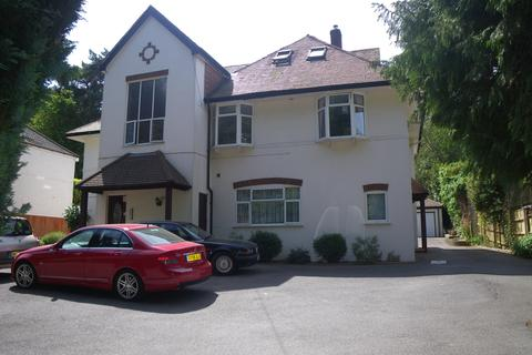 2 bedroom flat to rent - 60 Queens park avenue BH8