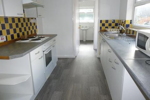 4 bedroom terraced house to rent - LESLIE ROAD, Northampton