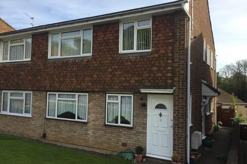 2 bedroom property to rent - Lea Vale, Crayford