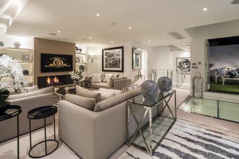 3 bedroom townhouse to rent - Hays Mews, Mayfair, London, W1J