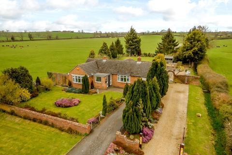 2 bedroom detached bungalow for sale - Desborough Road, Braybrooke, Market Harborough, Leicestershire