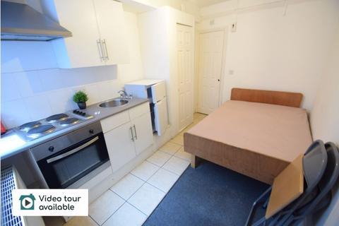 Studio to rent - New Bedford Road, Luton