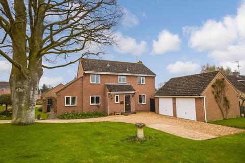4 bedroom detached house for sale - 5 Copper Beech Close, Shrewton