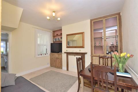 2 bedroom terraced house to rent - Shaftesbury Road, BATH, Somerset, BA2