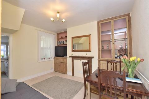 2 bedroom terraced house to rent - Shaftesbury Road, BATH, Somerset, BA2
