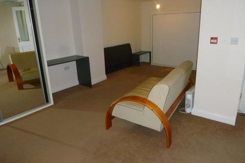 Studio to rent - Flat 1, 209-211 Cheltenham Rd
