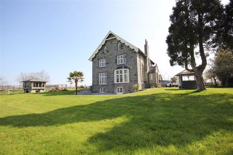 6 bedroom property with land for sale - CENARTH