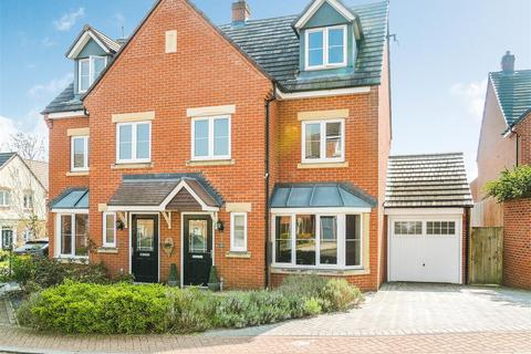 4 bedroom semi-detached house for sale - Dennetts Close, Daventry