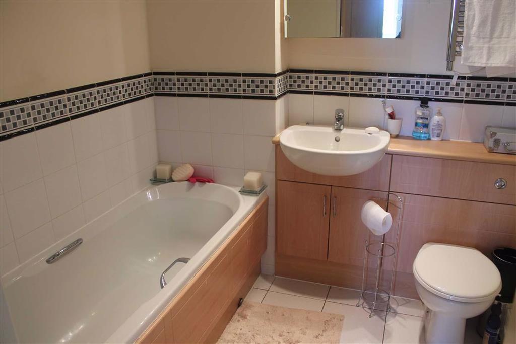 Bathroom/w.c. Combined