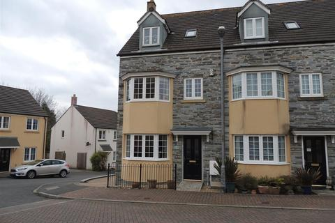 4 bedroom end of terrace house for sale - Larcombe Road, St. Austell