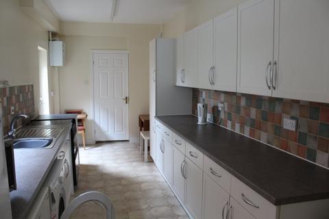 4 bedroom terraced house to rent - St David's Road, Northampton