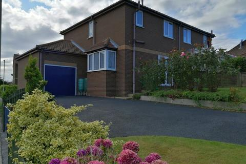 3 bedroom semi-detached house for sale - Redcliffe Road, Scarborough, YO12