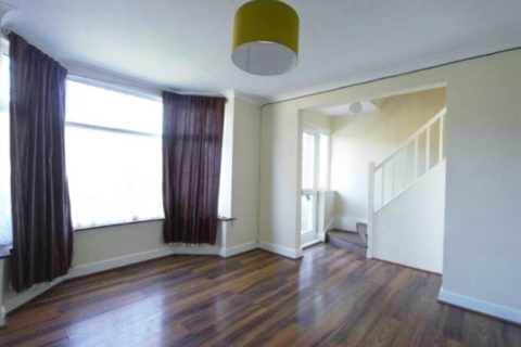 3 bedroom terraced house to rent - Cranbrook Avenue, HU6