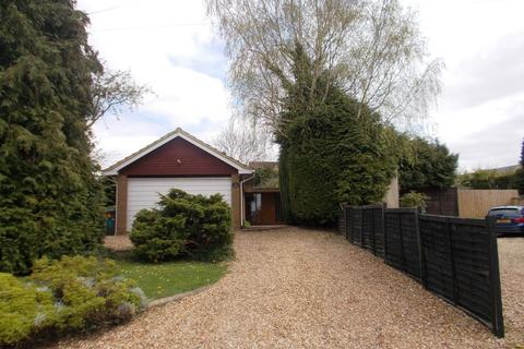 4 bedroom detached bungalow to rent - Cattle End, Silverstone, Nr Towcester