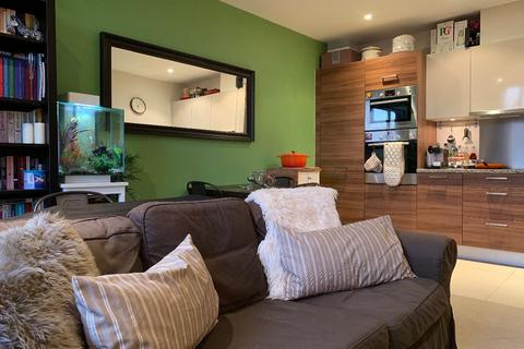 2 bedroom apartment to rent - Breathtaking 2 bed luxurious apartment in a GATED and SECURE block with underground parking with 24 hours Concierge