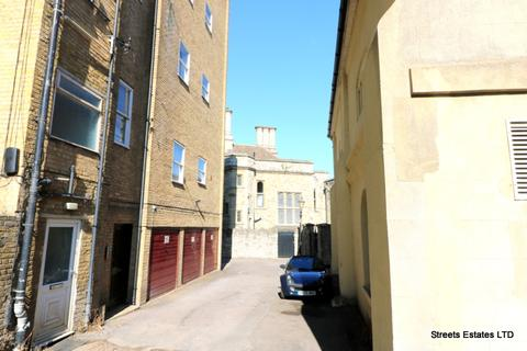 Office to rent - Rochester, Kent ME1