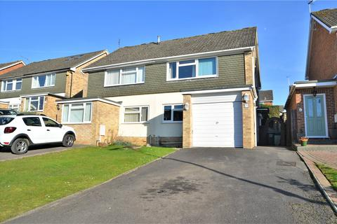 3 bedroom semi-detached house for sale - Robin Way, Tilehurst, Reading, Berkshire, RG31