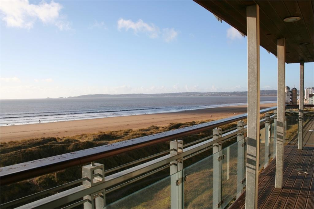 2 Bedrooms Flat for sale in St Margarets Court, Maritime Quarter, SWANSEA