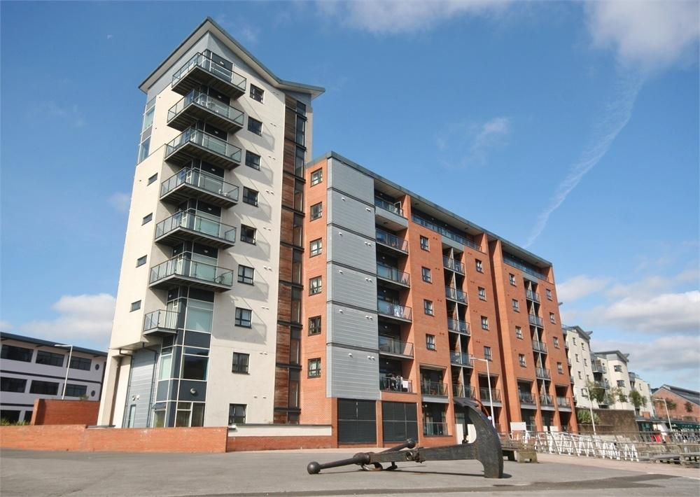 2 Bedrooms Flat for sale in Altamar, Kings Road, SWANSEA, West Glamorgan