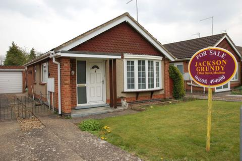 2 bedroom detached bungalow for sale - Oundle Drive, Moulton, Northampton NN3 7DB