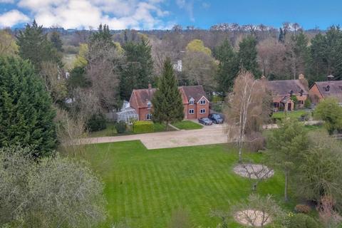 4 bedroom detached house for sale - Lake Walk, Mongewell Park