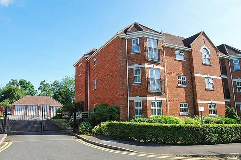 2 bedroom flat to rent - Maxwell Place, Beaconsfield, HP9