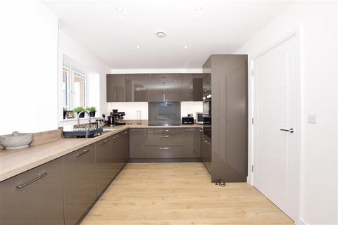 4 bedroom detached house for sale - Barrow Hill Close, Holborough Lakes, Snodland, Kent
