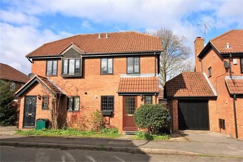 3 bedroom semi-detached house to rent - Bell Close, Beaconsfield, HP9