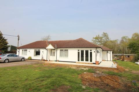 3 bedroom bungalow to rent - Green Road, Thorpe, TW20