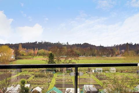 2 bedroom apartment for sale - Godalming. Stunning Views And Half Mile To Station
