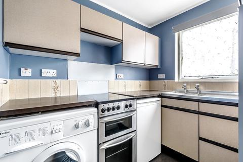 Studio to rent - Cheltenham