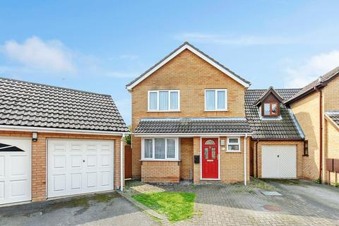 3 bedroom detached house for sale - Pampas Close, Colchester