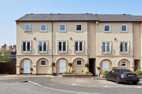 3 bedroom house for sale - Grange Park Drive, Biddulph, Staffordshire, ST8 7XY