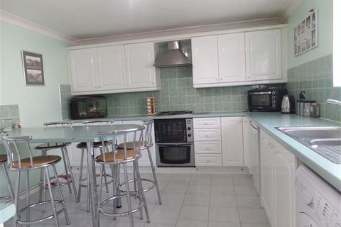4 bedroom detached house for sale - Fletching Close, BN2 5LU