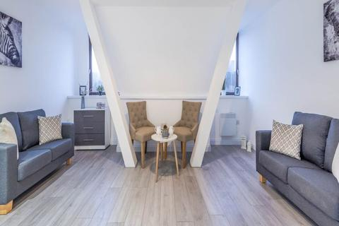 Studio to rent - James Street, BD1,