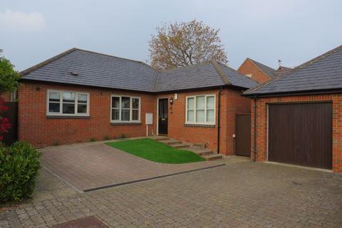 3 bedroom bungalow to rent - New Street, Earls Barton, Northamptonshire