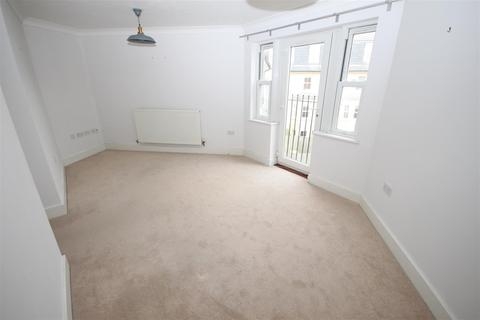 3 bedroom flat to rent - St. Matthews Gardens, Cambridge