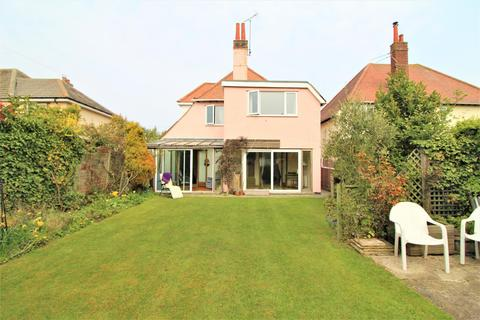 3 bedroom detached house for sale - Glebe Way, Frinton-On-Sea