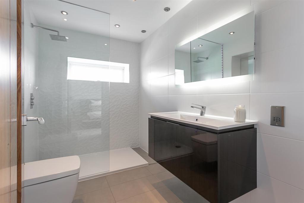 En Suite Shower (Bedroom One)